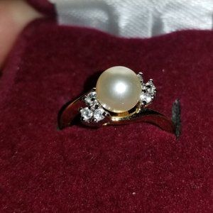 Sz 6 gold ring with pearl stone